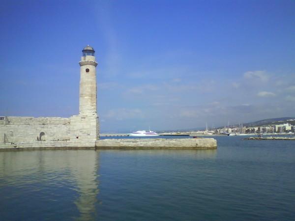 Маяк в древней гавани Ретимно